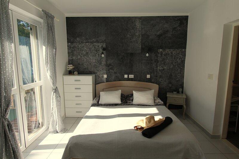 Garden apartment in Guesthouse Pension Pavlovic, vacation rental in Sipanska Luka