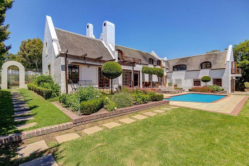 The Thatched House - Spectacular 4 bedroom house, alquiler de vacaciones en Somerset West