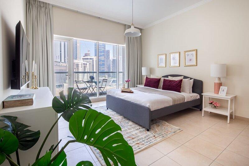 Beautiful Studio Apartment in Downtown Dubai, casa vacanza a Hatta