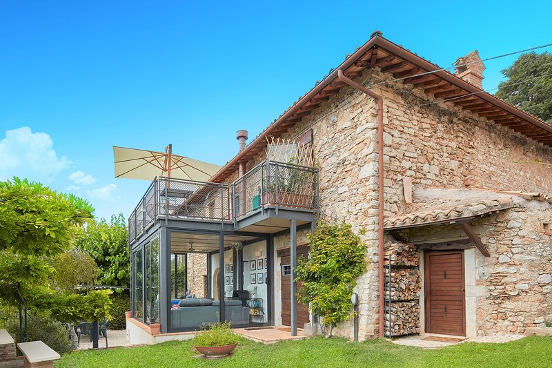 Luxury Stone Villa in Umbria - sleeps 8, holiday rental in Lenano