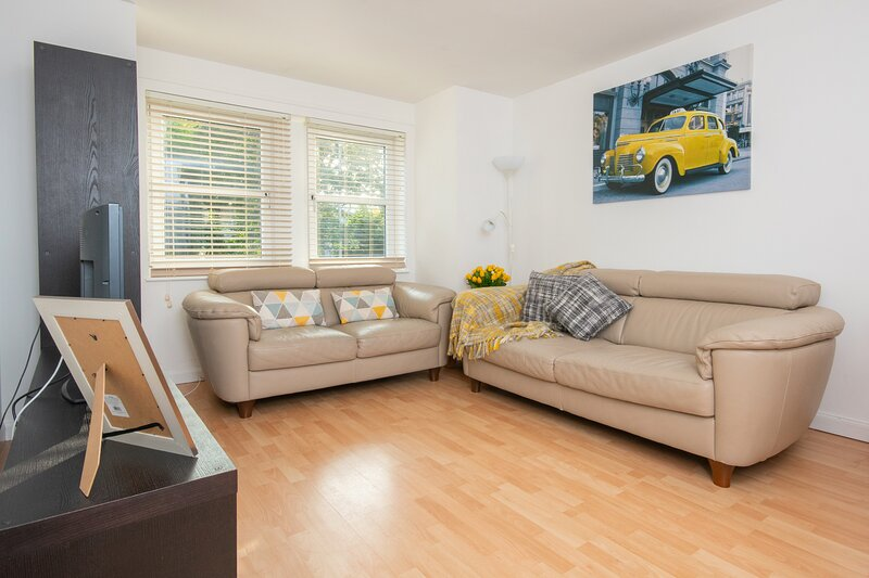 Dwellcome Home CONTRACTORS Nelson Court City Home FREE PARKING, holiday rental in Dyce
