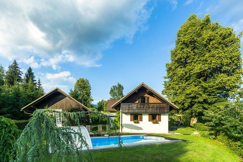 Holiday House with Pool in Nature, Pr Matažič, holiday rental in Senturska Gora