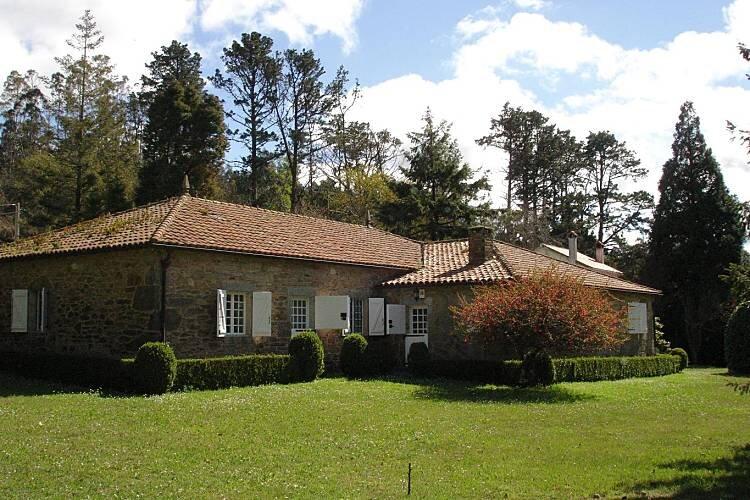 XIX century villa with horreo., location de vacances à Bertoa