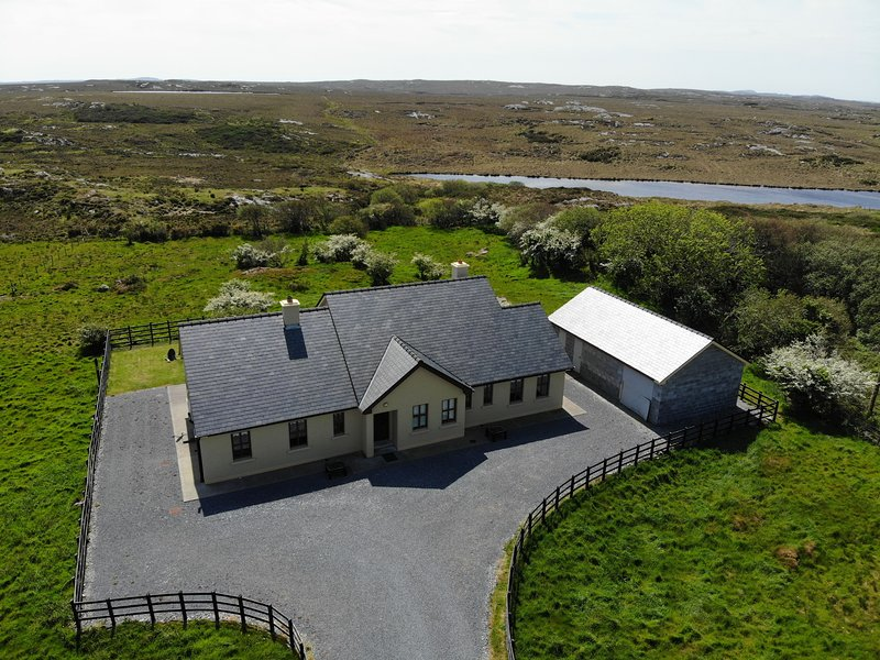 White Thorn House, vacation rental in Clifden