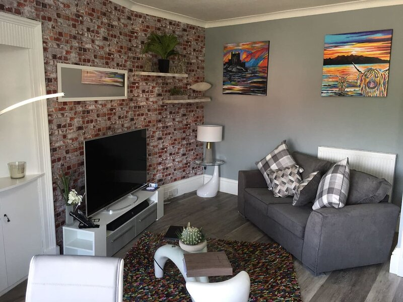 Stunning 2-Bed Apartment in Hawick, holiday rental in Denholm