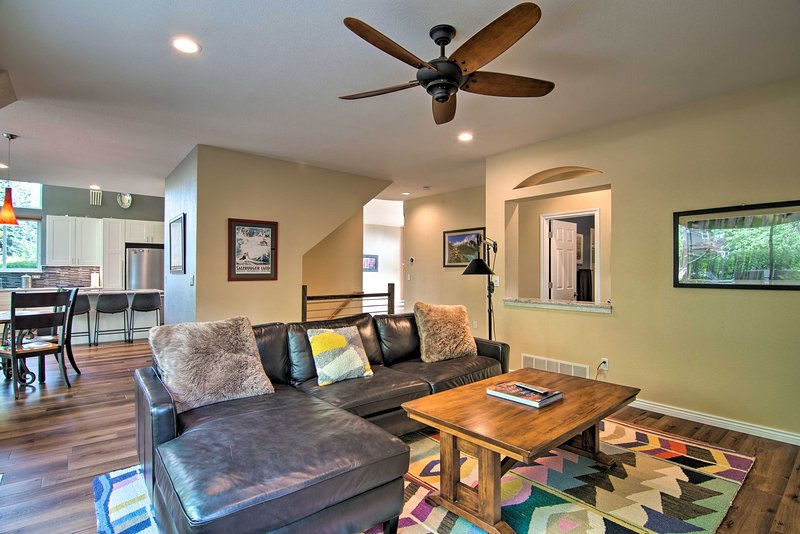 NEW! Spacious Family Home w/Deck, 9 Mi to Boulder!, holiday rental in Broomfield