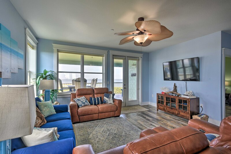 Waterfront Resort Condo w/ Unobstructed Gulf View!, holiday rental in Galveston Island
