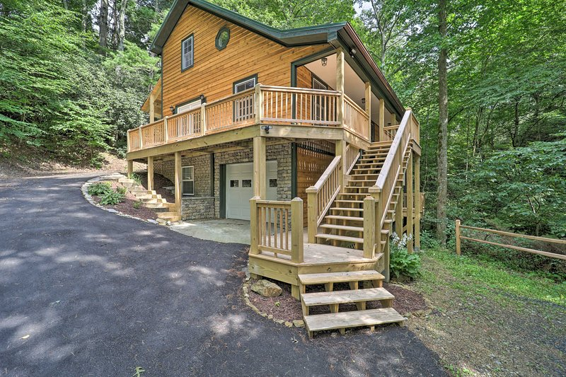 NEW! Large Mtn Cabin: Golf, Lake, Resort Amenities, holiday rental in Linville Falls