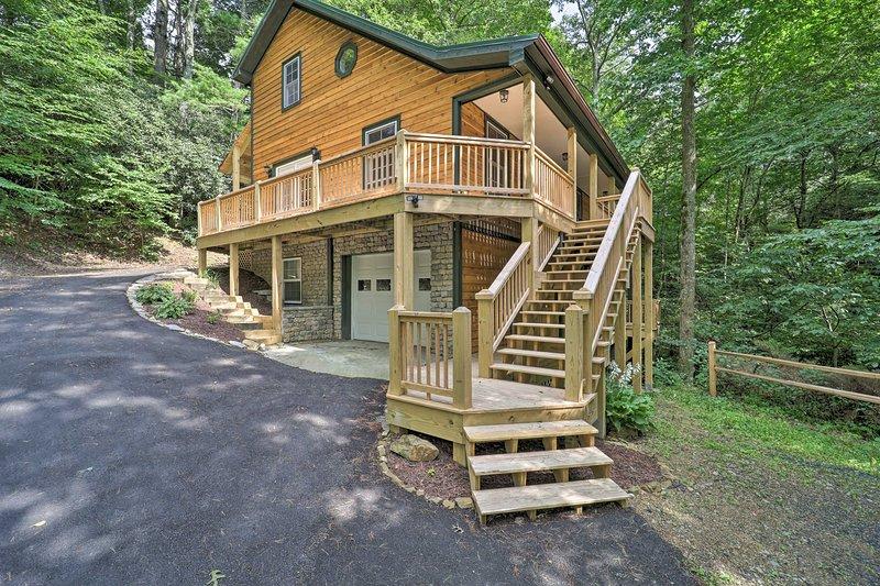 NEW! Large Mtn Cabin: Golf, Lake, Resort Amenities, alquiler de vacaciones en Jonas Ridge
