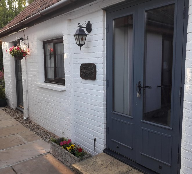 Pikes Barn - A true gem, walking distance to Taunton. Cosy and compact barn., holiday rental in Cotford St Luke