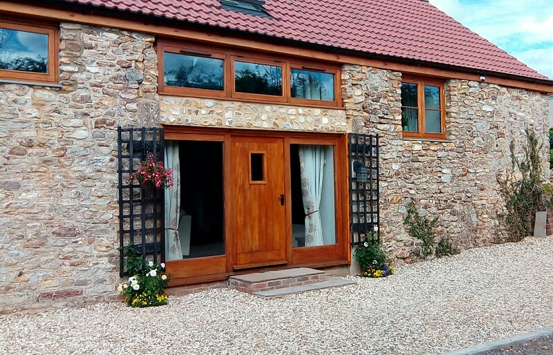 Apple Tree Barn in the charming hamlet of Sweethay with luxury hot tub spa, holiday rental in Cotford St Luke