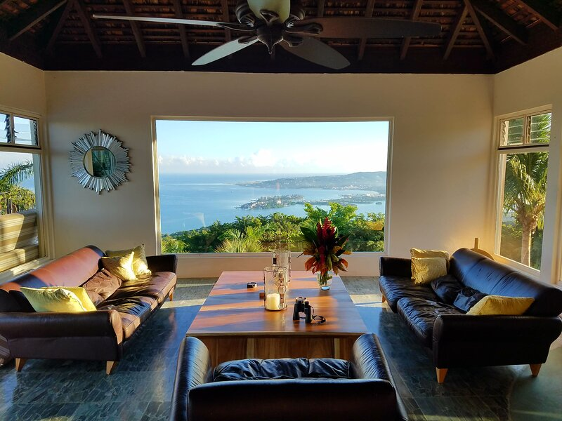 Cotton Suite - Luxury 500 SF 1-bedroom retreat with balcony, holiday rental in Montego Bay