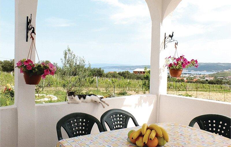 Nice home in Kastel Stafilic with 3 Bedrooms (CDE643), vacation rental in Kastel Stafilic