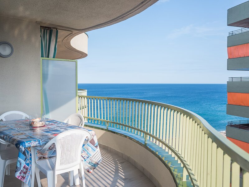 Mediterranean views with the beach just a step away, vacation rental in Platja d'Aro