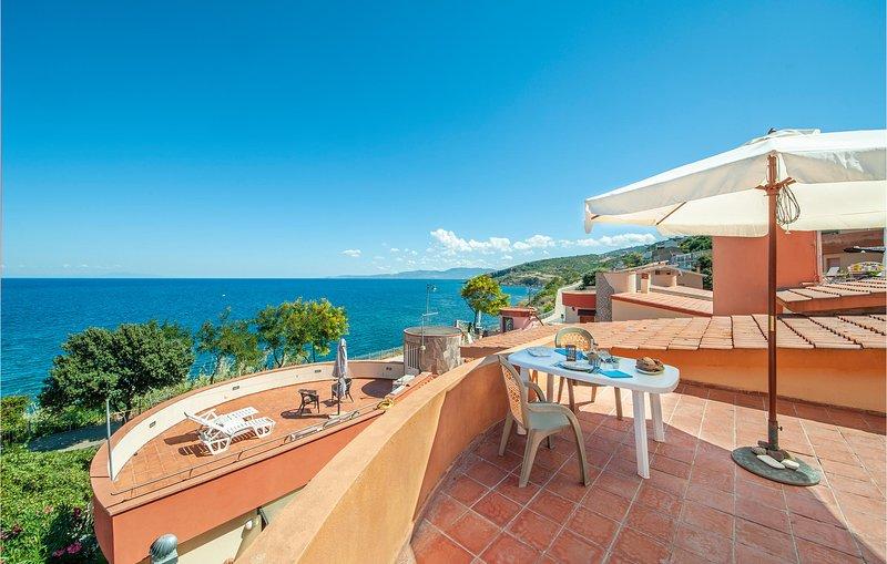 Beautiful apartment in Castelsardo with 2 Bedrooms (IGG038), location de vacances à Multeddu