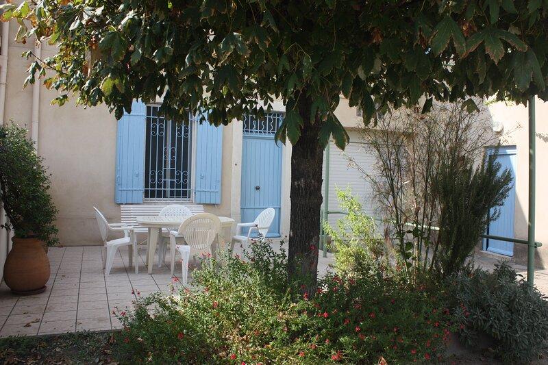 Maison provençale restaurée proche d'Avignon, location de vacances à Châteauneuf-du-Pape