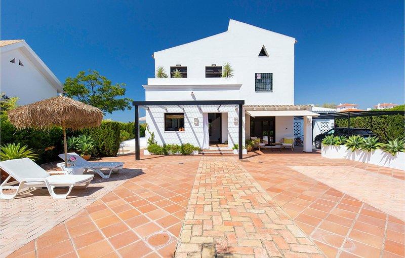 Awesome home in El Rompido with WiFi, Outdoor swimming pool and 3 Bedrooms (EAL0, alquiler de vacaciones en El Rompido