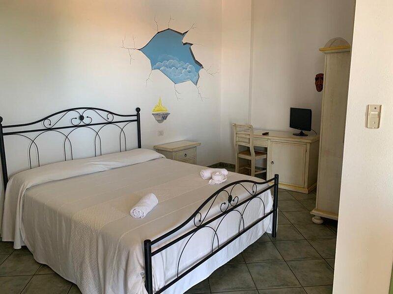 Meraviglioso residence, con Piscina, Wifi e Ac, vicino al mare, holiday rental in Sedini