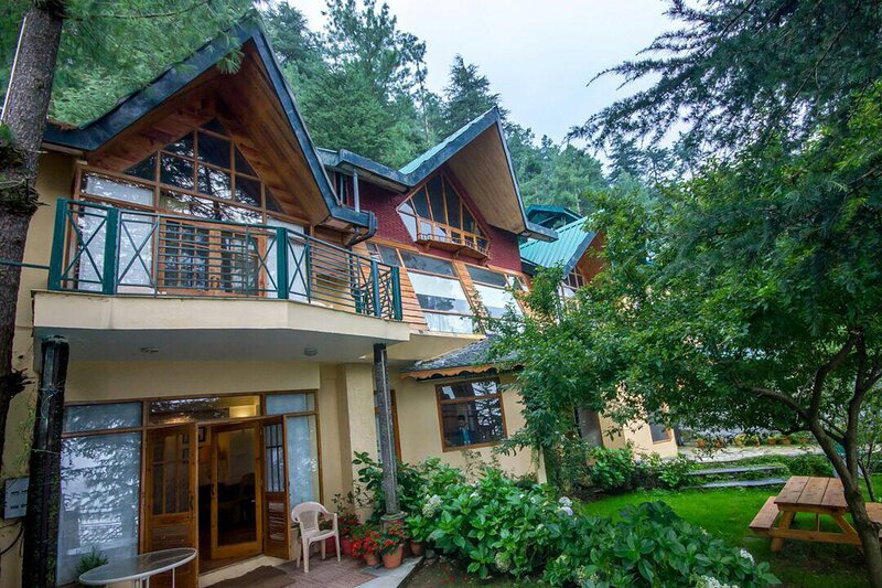 Wood House Retreat by Vista Rooms, holiday rental in Shimla