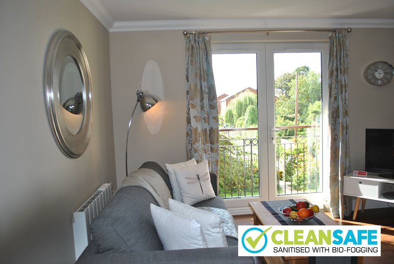 2 Lord Raglan House by Accommodation Windsor Ltd, holiday rental in Winkfield