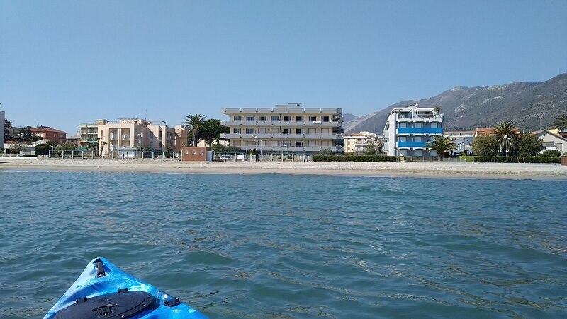 Seafront apartment on the beach, vacation rental in Semino