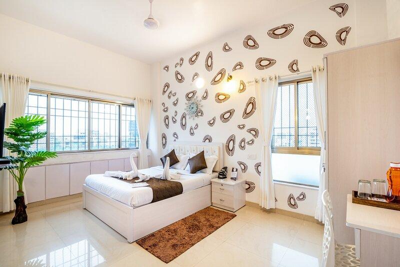 Cozy Room in Main Street Bandra., holiday rental in Kalyan