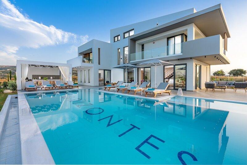 Orizontes Deluxe Residence, holiday rental in Adelianos Kampos