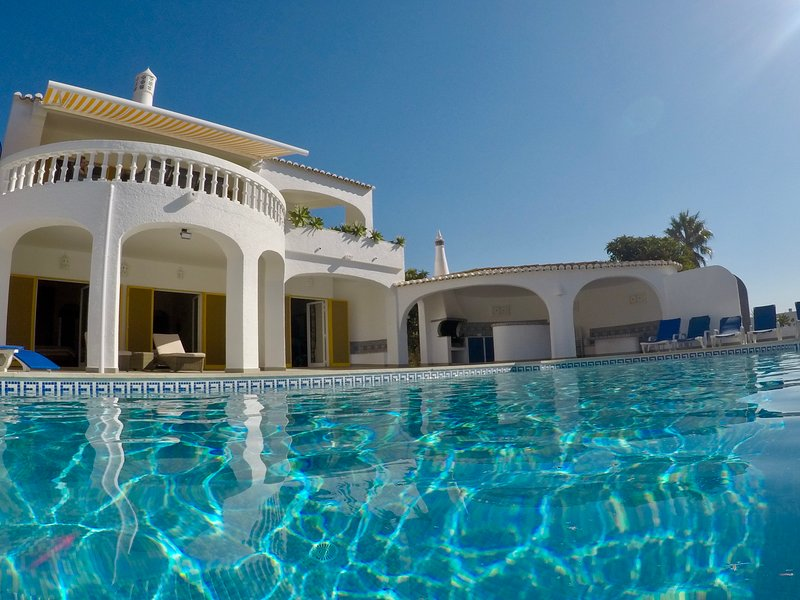 Vila Margarida-private pool and tennis court, wheelchair accessible, lift, holiday rental in Espiche