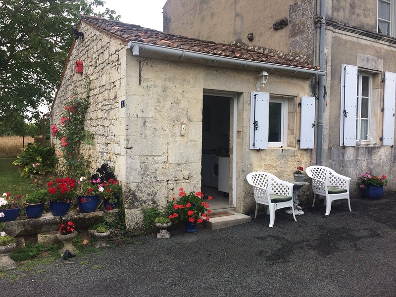 Windmill Gites 1, the perfect place to relax in a tranquil and peaceful setting, holiday rental in Saint Hilaire de Villefranche