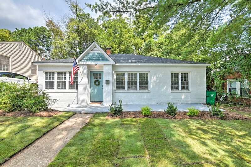 NEW! Quiet Modern Farmhouse, 4 Mi to Downtown, holiday rental in Matthews