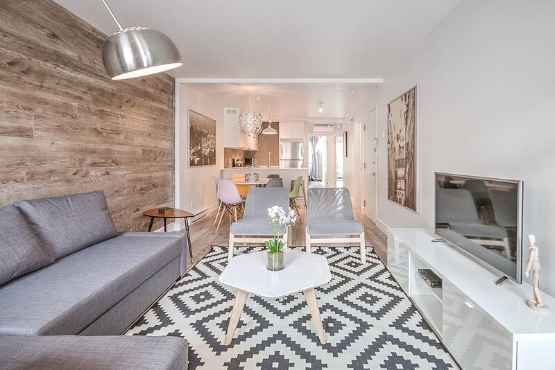 Liv MTL Save 60% Urban 3 Modern 2BR Ideal Big Family + Pet Friendly*, vacation rental in Montreal