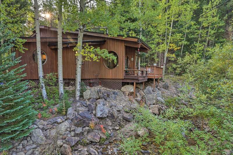The Cabin on Clear Creek: A 'Shire' Experience!, location de vacances à Rollinsville