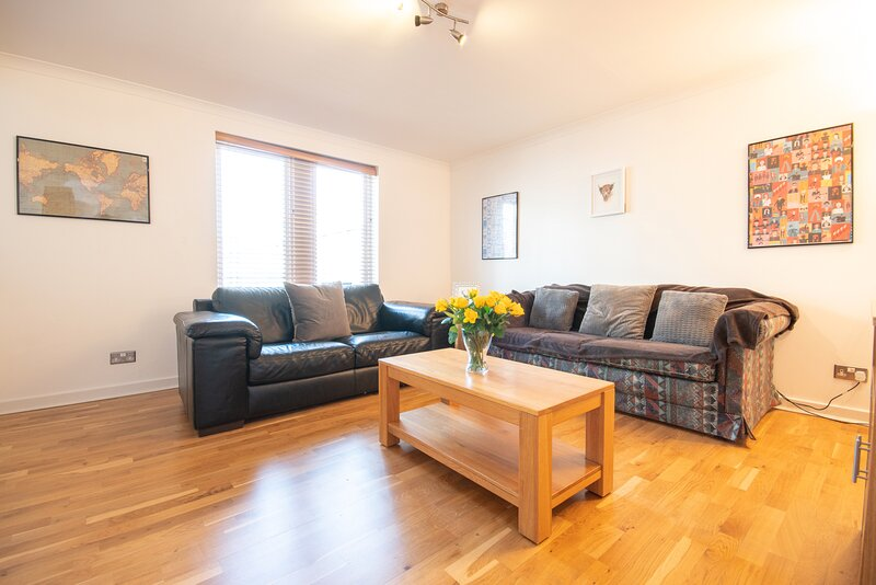 Modern well equipped, open plan living area. Comfortable seating & NETFLIX TV