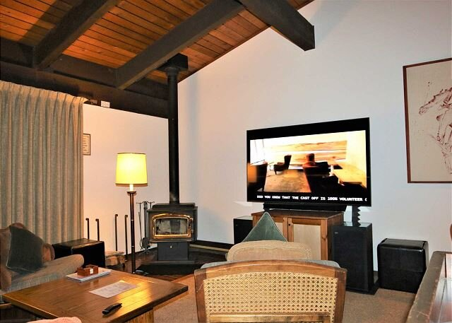 Vintage Mountain condo. Perfect location. Walk to The Village at Mammoth., alquiler de vacaciones en Lagos Mammoth
