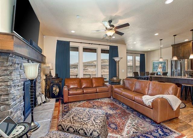 Amazing 5 Bd SKI Home Near Resorts & Downtown! Pvt HotTub-Fireplace-Desk-WiFi, alquiler vacacional en Kamas