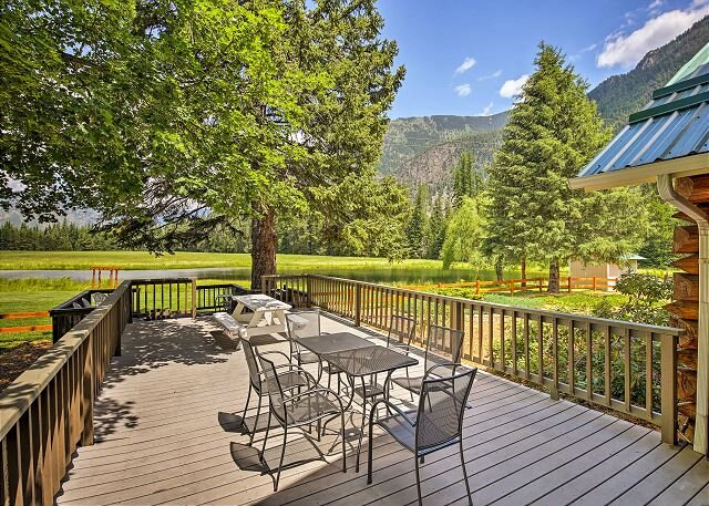 100-Acre Swanson Lodge Ranch with Swimming Pond & Cabinet Mountain Views!, holiday rental in Troy
