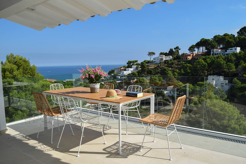 Beachside detached villa, sea views, private pool and ADSL/broadband connection., location de vacances à Pals