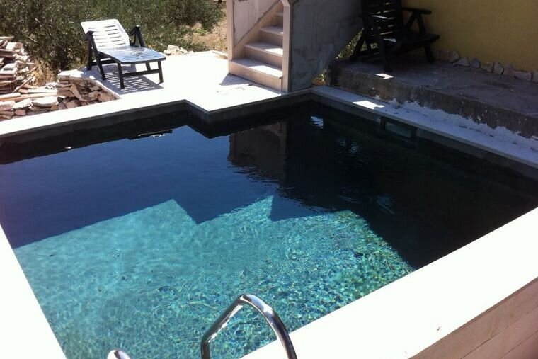 Amazing villa with swimming-pool, vacation rental in Skrip