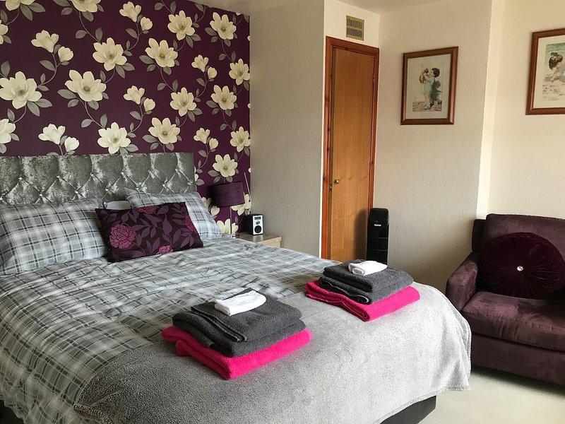 3 bedroom 1 bathroom jacuzzi bath + 1 shower room, location de vacances à Castletown