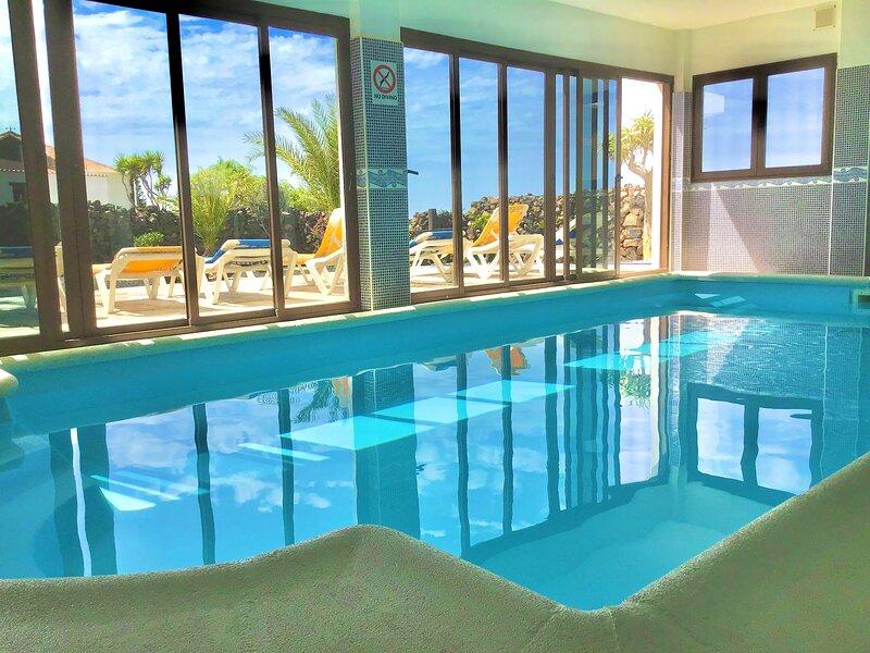 El Cotillo,El Roque luxury villa Indoor heated pool, garden sea & mountain view, holiday rental in El Cotillo