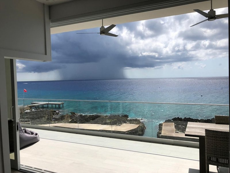 Diver's Dream at Lighthouse Point Residences, holiday rental in West Bay