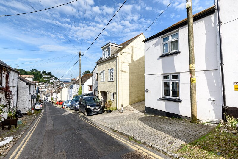 Jubilee Cottage - Comfortable cottage on West Looe Hill with parking, location de vacances à Looe