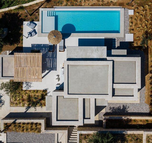 Villa Juno Mimi and Coco, holiday rental in Agios Matthaios