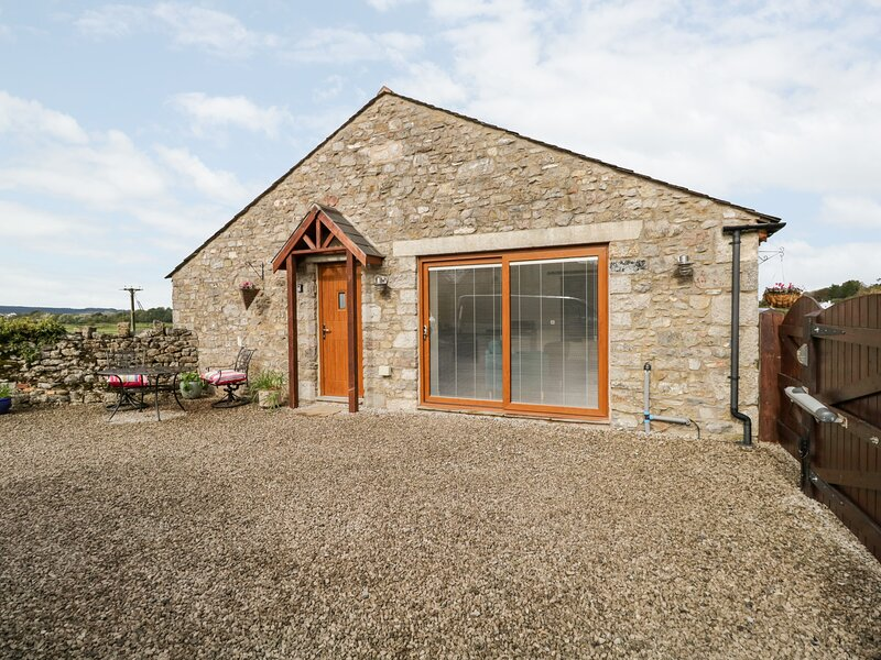 Milo's Retreat, Arnside, holiday rental in Holme