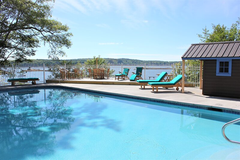 Port Cabin - New Inground Pool overlooking the Ocean on Beautiful Linekin Bay, aluguéis de temporada em Boothbay Harbor