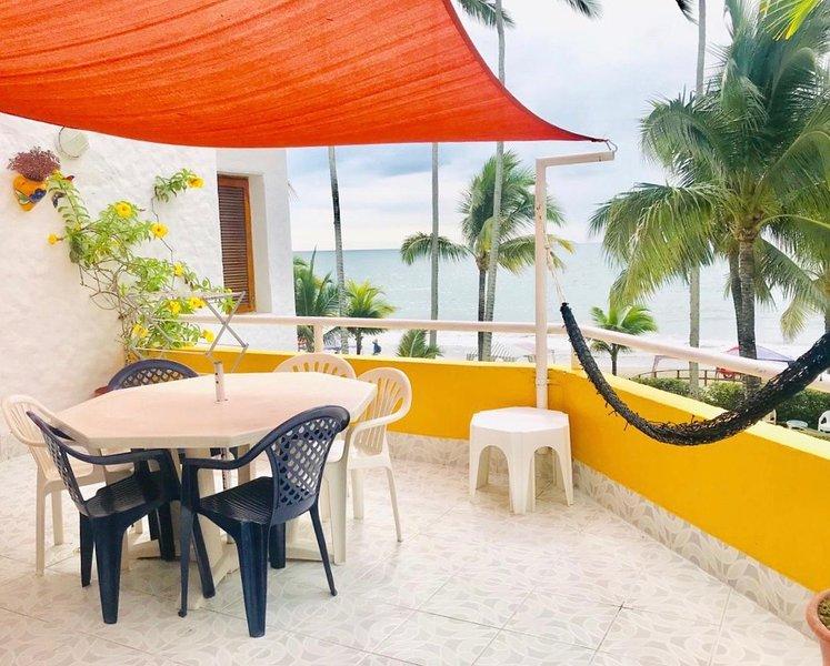Hermoso departamento directamente en la playa, 3 dormitorios, aluguéis de temporada em Província de Esmeraldas