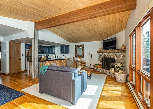 Pet Friendly Remodeled Ski in/Ski Out Condo - Deck - Awesome Views, holiday rental in Purgatory