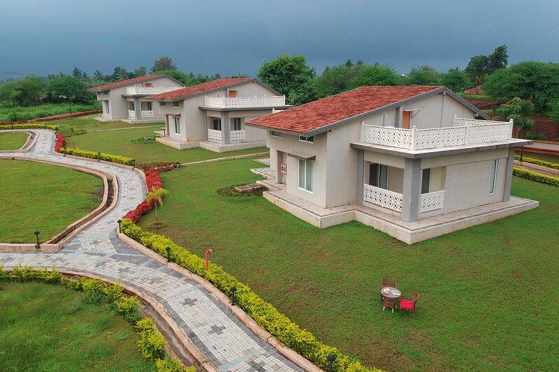 Vino Greenache by Vista Rooms, vacation rental in Nashik