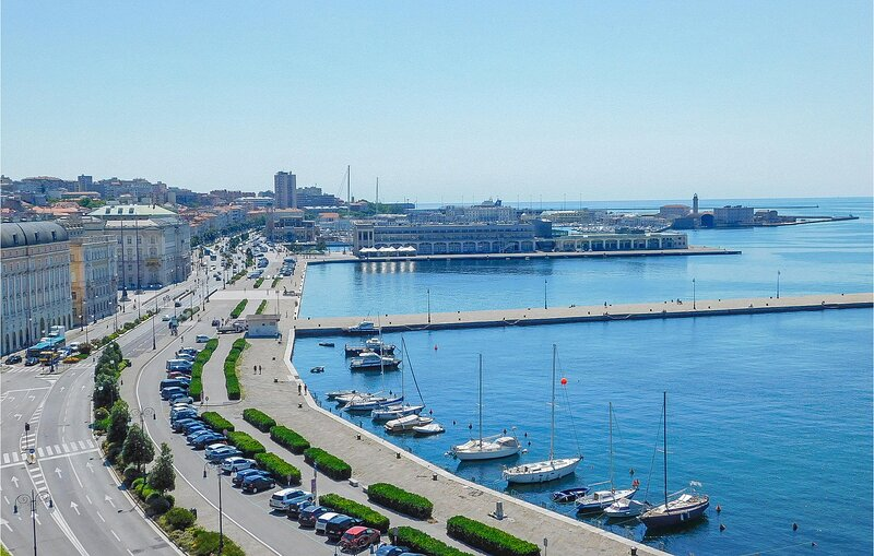 Nice apartment in Trieste with WiFi and 2 Bedrooms (IFT014), holiday rental in Grignano