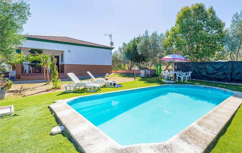 Beautiful home in Arriate with Outdoor swimming pool, WiFi and 3 Bedrooms (EAC50, alquiler de vacaciones en Setenil de las Bodegas